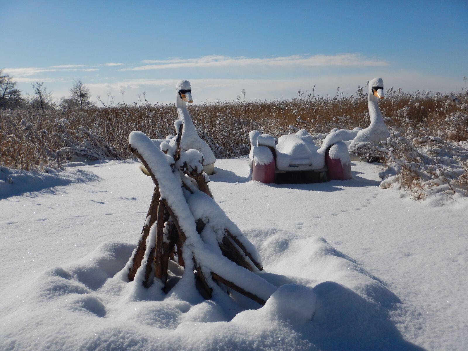 "Nikon Coolpix AW120 sample photo. ""Wintry, loddin, snow"" photography"