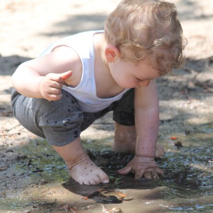 child, mud, puddle, Canon EOS 1100D