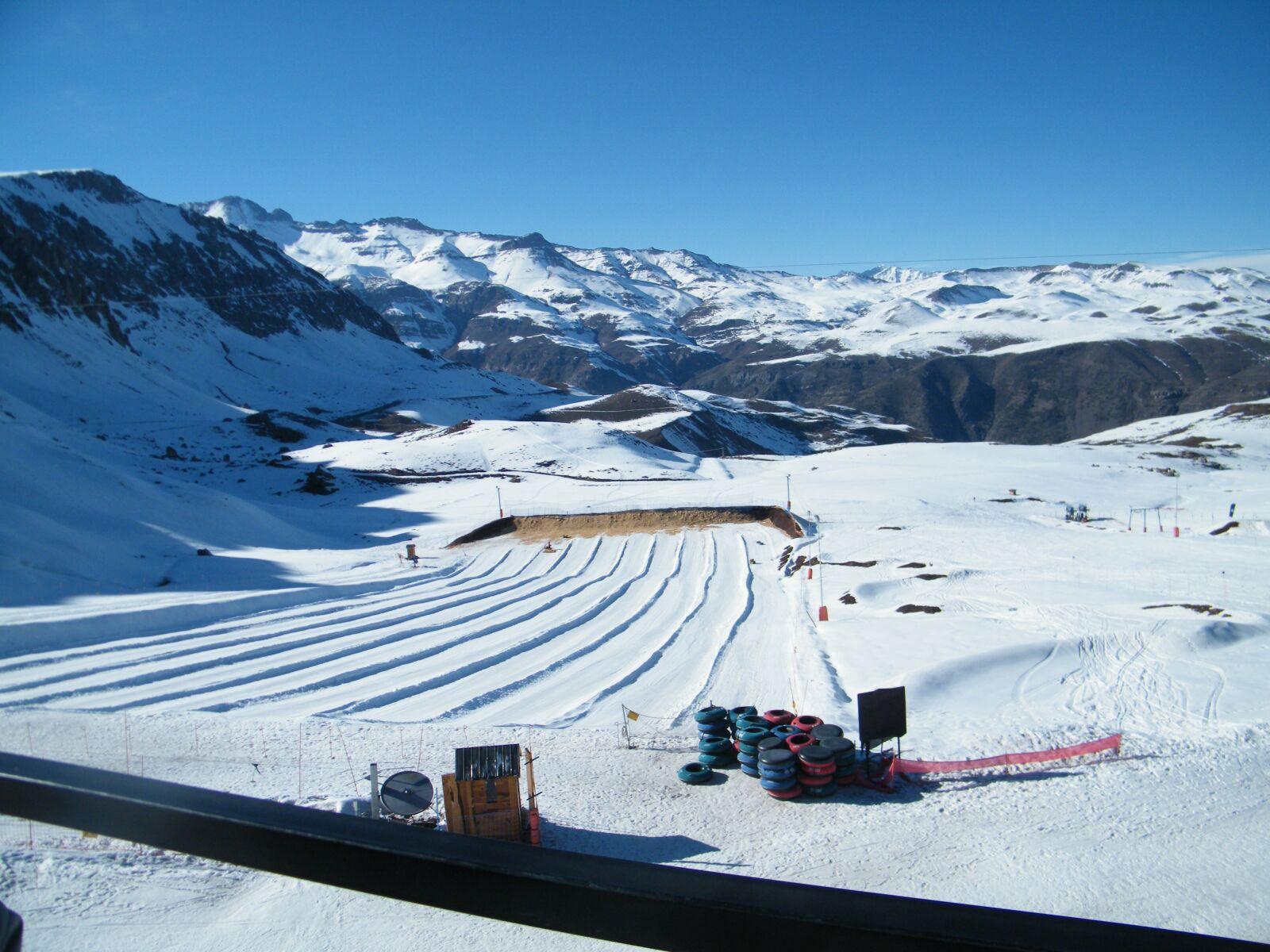 "Fujifilm FinePix S2000HD sample photo. ""Sky, ski, snow"" photography"