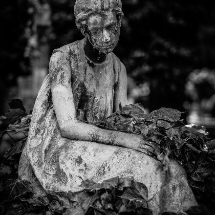 black white, cemetery, girl, Fujifilm X-E2