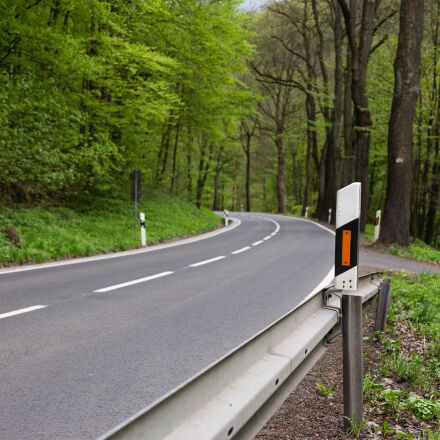 delineator posts, road, traffic, Canon EOS 6D