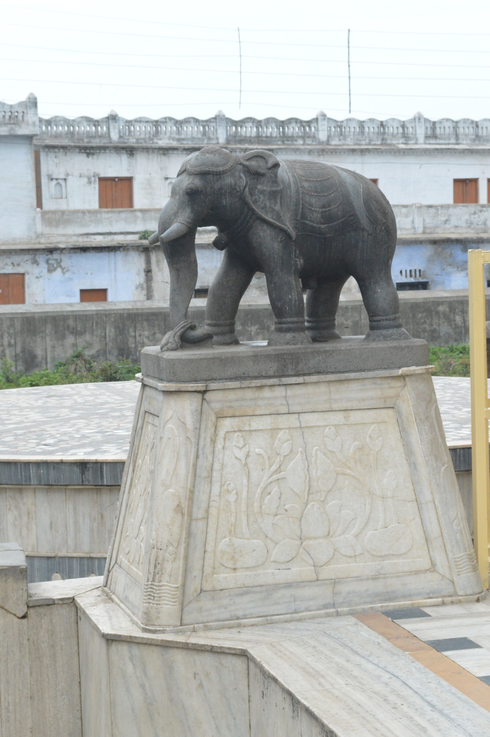 "Nikon D3200 sample photo. ""Elephant, elephant, idol, temple"" photography"
