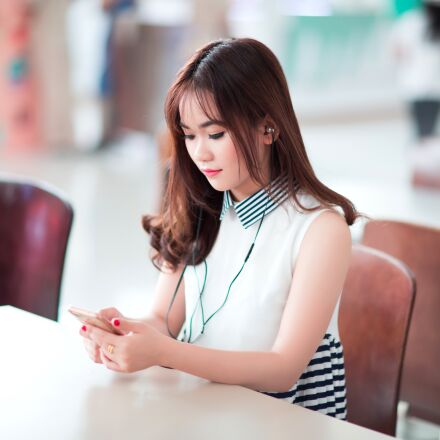 girl, smartphone, listening, Canon EOS 5D MARK III