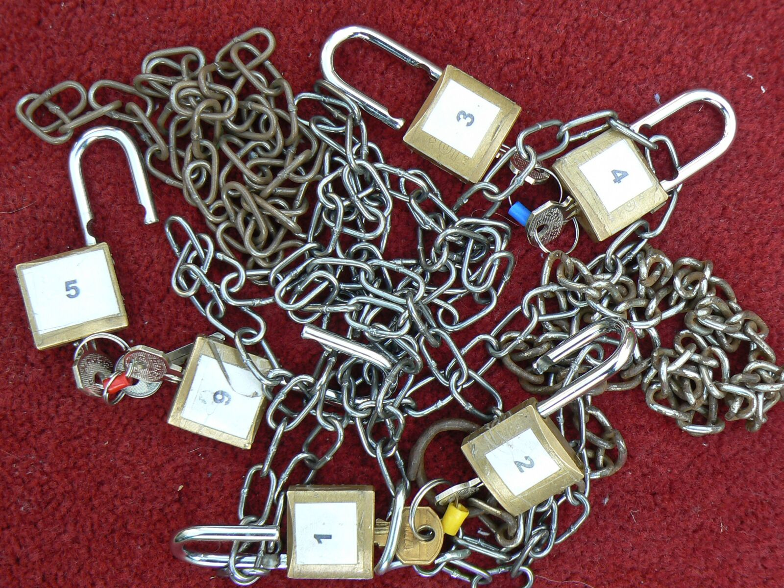 "Panasonic DMC-FZ7 sample photo. ""Security, lock, padlock"" photography"
