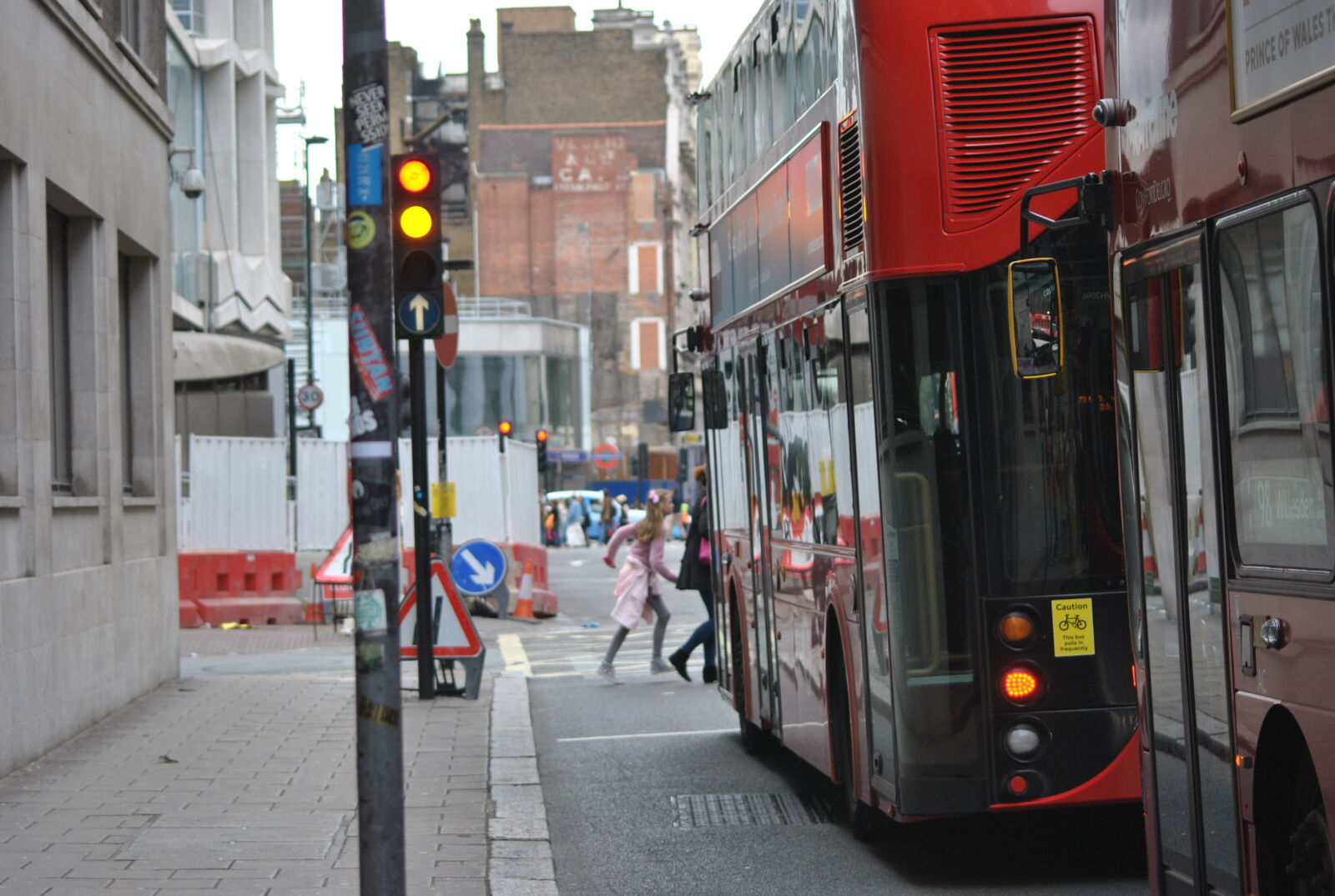 "Nikon D3000 sample photo. ""Buses, london, street"" photography"