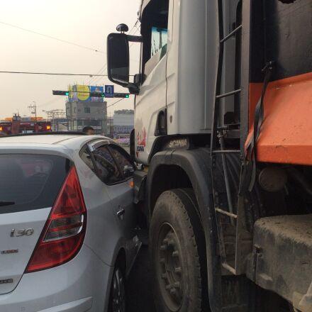 crash, car, dump truck, Apple iPad Air