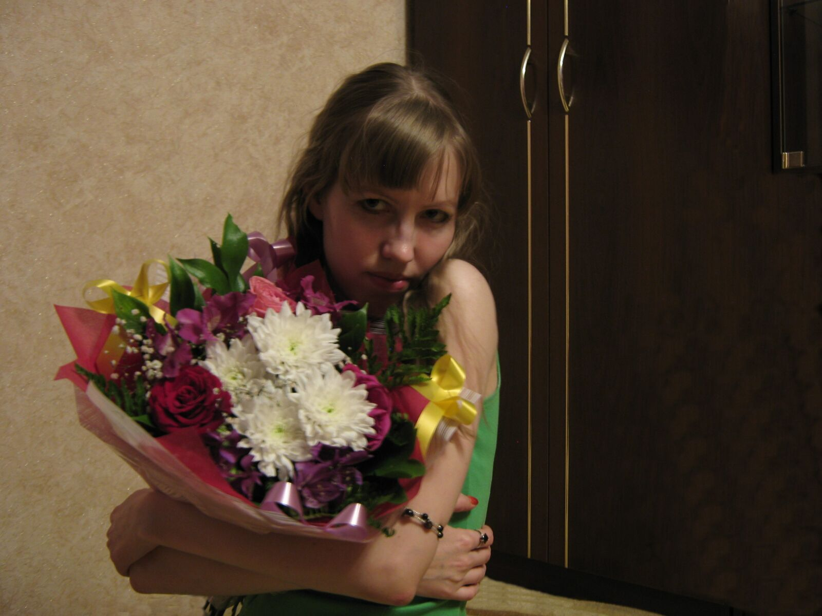 """Canon PowerShot A470 sample photo. """"Girl, bouquet, flowers"""" photography"""