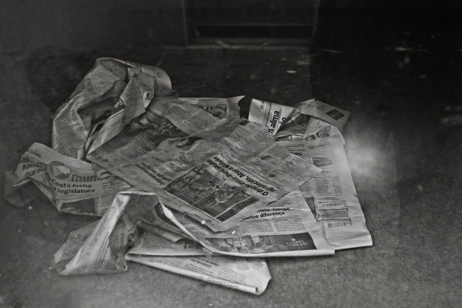 """Canon EOS 600D (Rebel EOS T3i / EOS Kiss X5) sample photo. """"Newspaper, black and white"""" photography"""