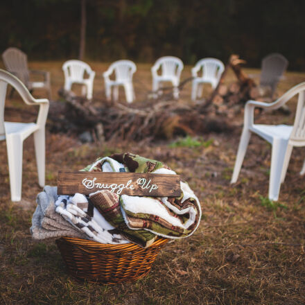 basket, blankets, chairs, grass, Canon EOS 5D MARK II