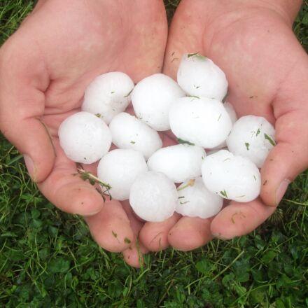 hail, ice rain, big, Fujifilm FinePix AV100