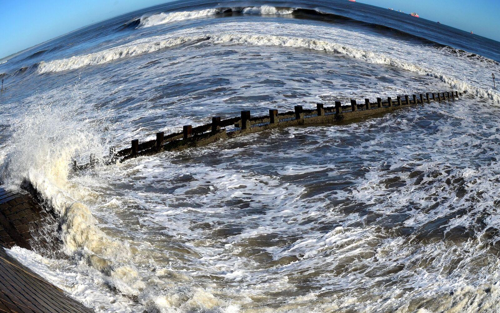 "Nikon D5100 sample photo. ""Seascape, waves, water, ships"" photography"