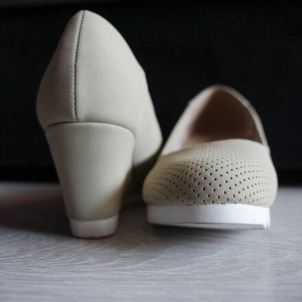 beige, kitten, heels, shoes, Panasonic DMC-GH4