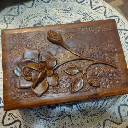 brown, carved, wood, jewellery, Sony DSC-WX100