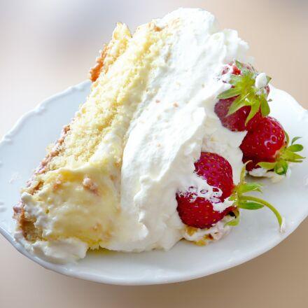 strawberry cake, midsummer, swedish, Panasonic DMC-FZ38